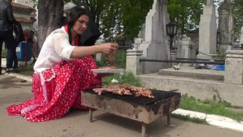 gratar in cimitir