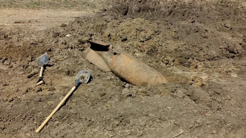 6 bombe neexplodate, găsite lângă Focşani. Zona a fost izolată și oamenii evacuați