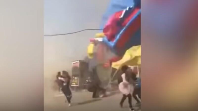 Doi copii au murit după ce o tornadă a luat pe sus un castel gonflabil. VIDEO cu momentul