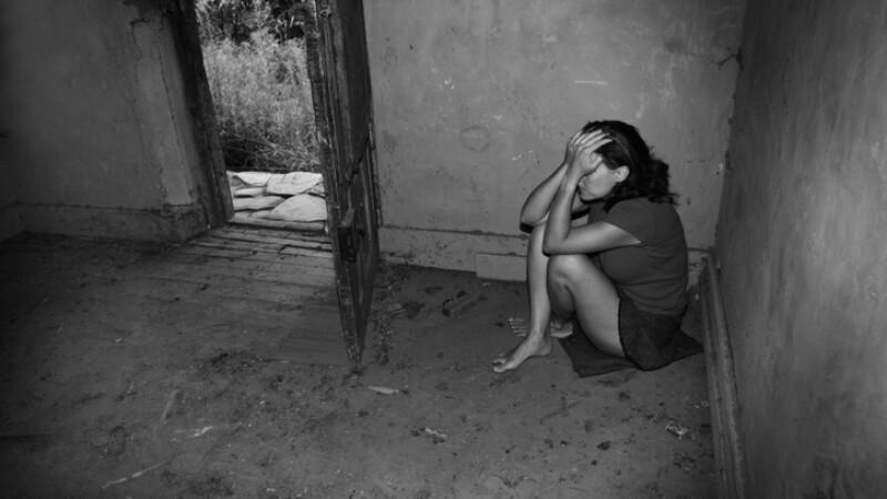 Fetiță de 13 ani răpită și violată. Cine este suspectul