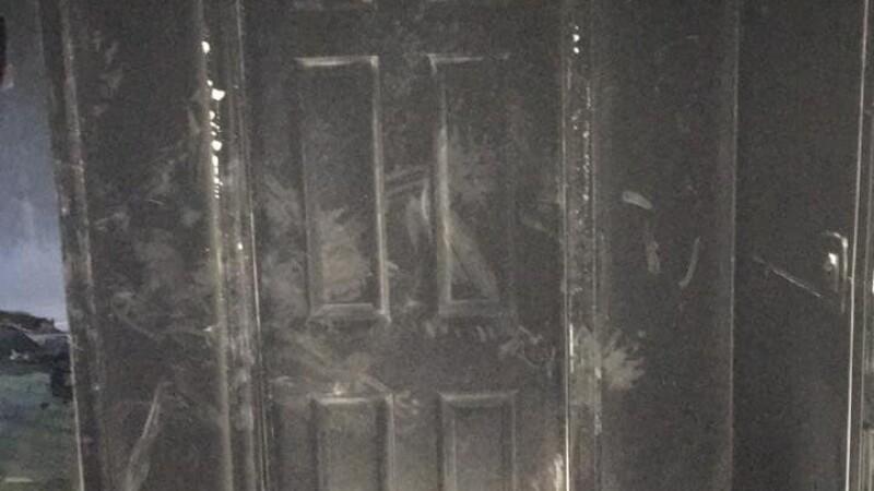 Un pompier arată motivul pentru care trebuie să ții închisă ușa de la camera copilului