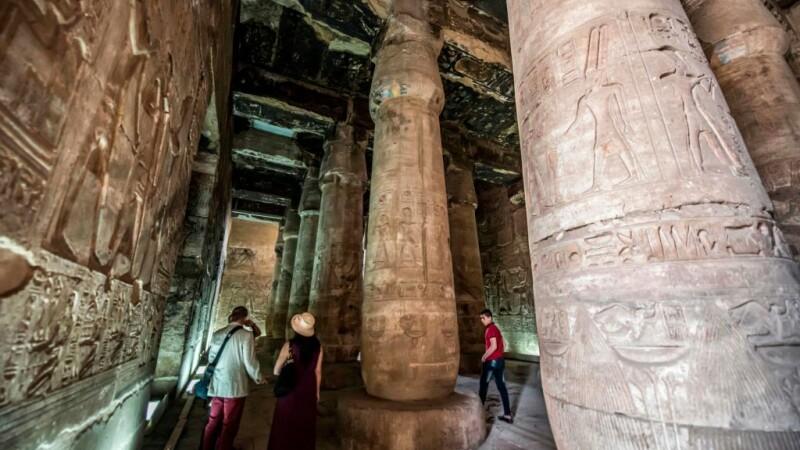Descoperire inedită într-un mormânt egiptean. Ce s-a găsit printre artefacte