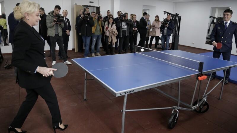 Viorica Dăncilă și Petre Daea au jucat ping pong cu șeful Poliției de Frontieră. VIDEO