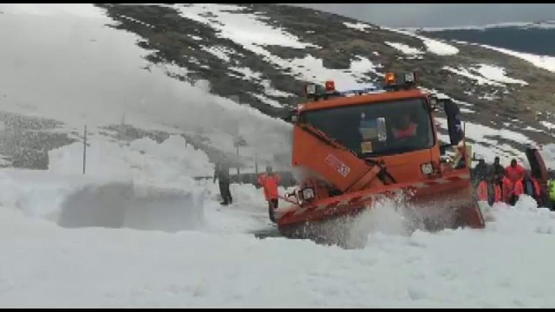 Transalpina nu poate fi vizitată de Paște. Zăpada atinge și 2 metri înălțime