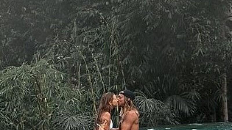 Fotografia a stârnit indignare pe Instagram. Cum s-au fotografiat cei doi îndrăgostiţi. GALERIE FOTO