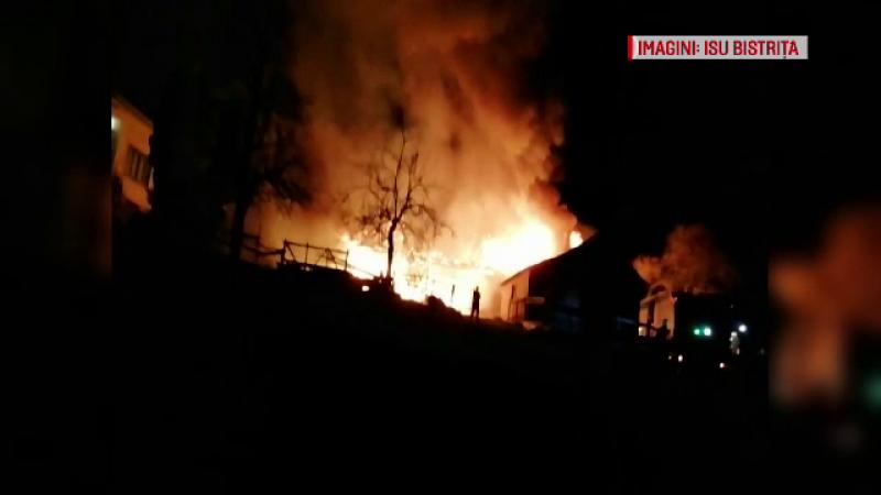 Flăcări uriașe în Bistrița Năsăud