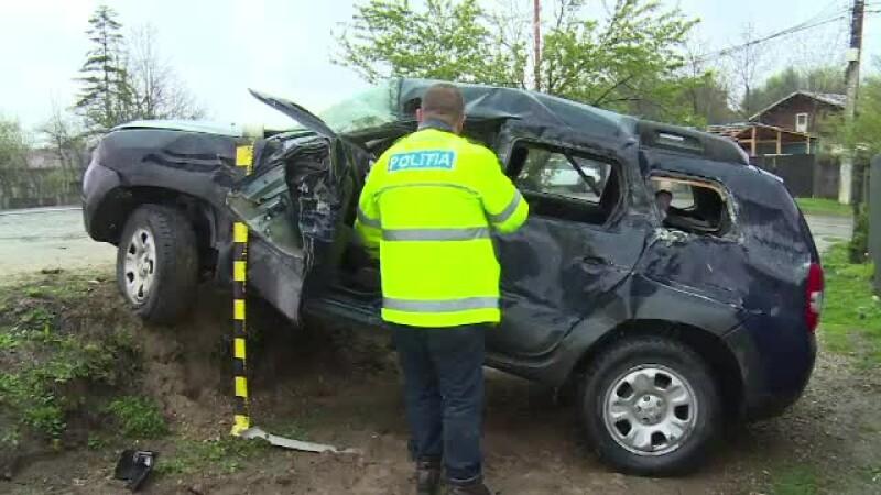 Șofer încarcerat după ce mașina lui a fost izbită de remorca unui TIR, într-o curbă