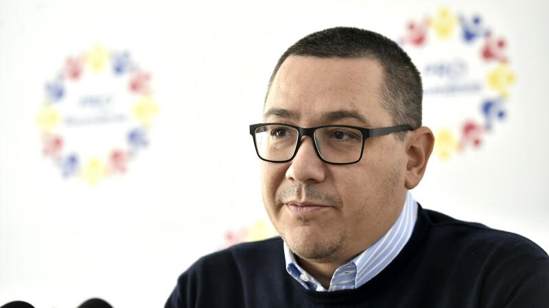 """Ponta, atac la Dragnea: """"Niciun lider politic adevărat nu-şi ia echipa cu el la tribunal"""""""