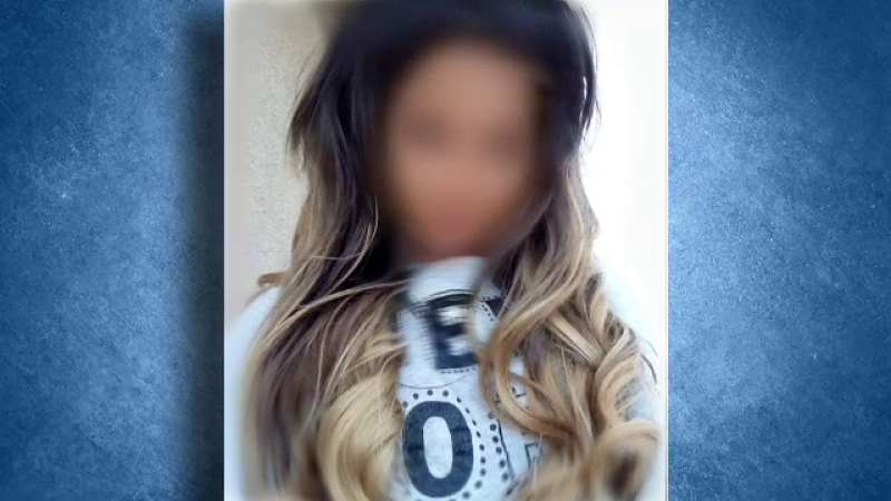 Elevă silită să-şi taie părul în faţa colegilor, la școală. Ce a înfuriat-o pe dirigintă