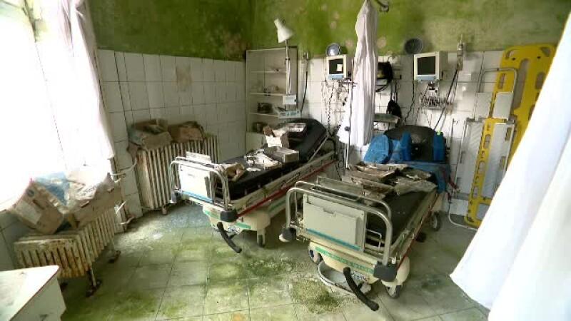 Spitalul nou care a ajuns ruină din vina autorităților. Medicii și-au lăsat halatele în cuier