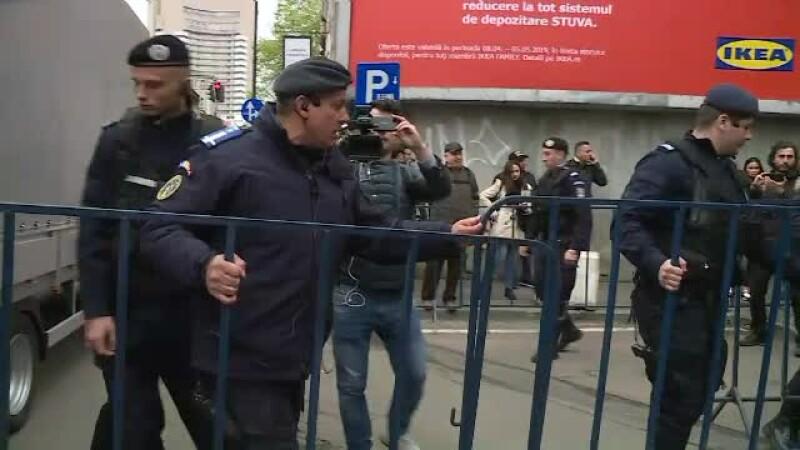 Măsuri de securitate la procesul lui Dragnea. VIDEO cu jandarmii când montează garduri