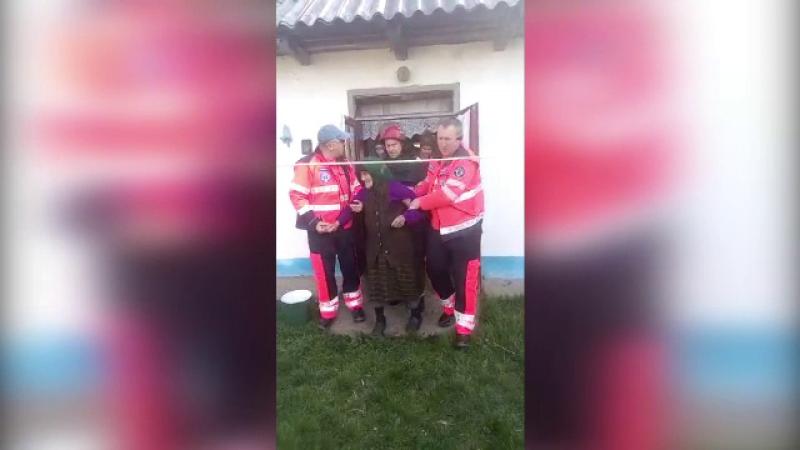 Bătrână de 90 de ani din Botoşani, la spital după ce butelia din casa a explodat