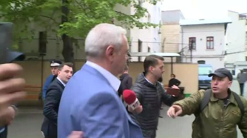 Protestatarul care a scăpat de jandarmi și a ajuns lângă Dragnea. Ce i-a strigat