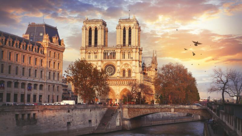 Catedrala Notre Dame, construită în 182 de ani. De ce au fost decapitate statuile