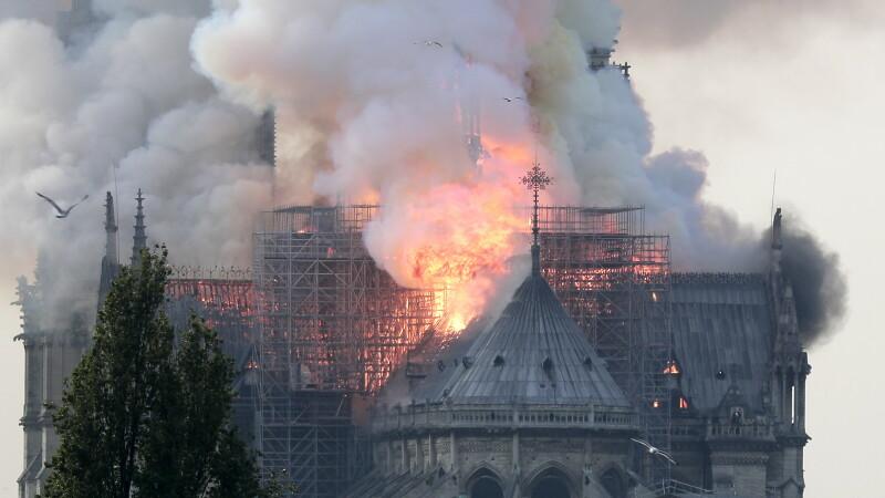"""Macron, despre Notre-Dame: """"Aceasta este istoria noastră. Și a ars"""". Reacțiile marilor lideri"""
