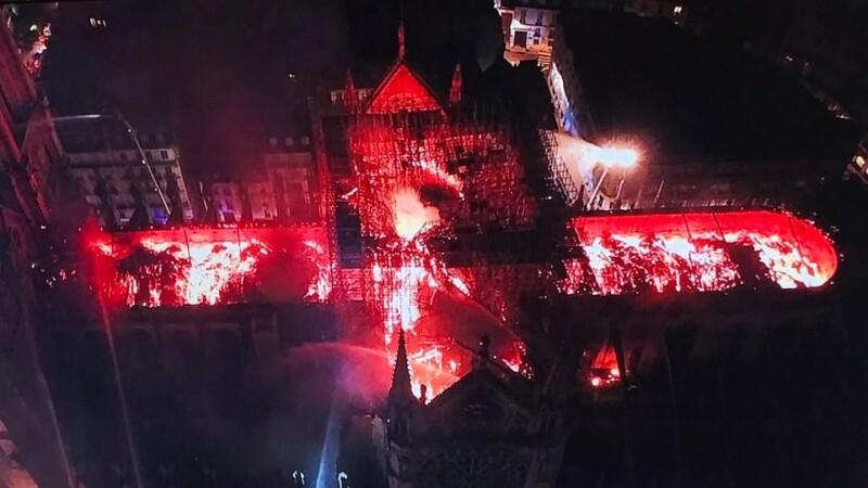 Primele imagini din interiorul catedralei Notre-Dame după incendiul devastator