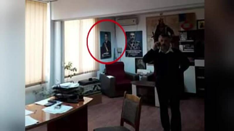 Primarul cu tabloul cu Ceaușescu în birou, de negăsit pentru explicații. Ce spune legea