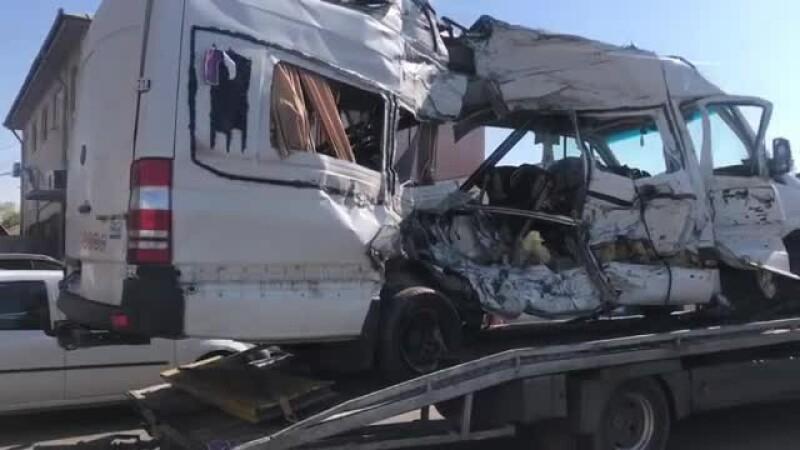 Șoferul microbuzului lovit de tren în Buzău a murit. Alți 4 oameni au murit în accident