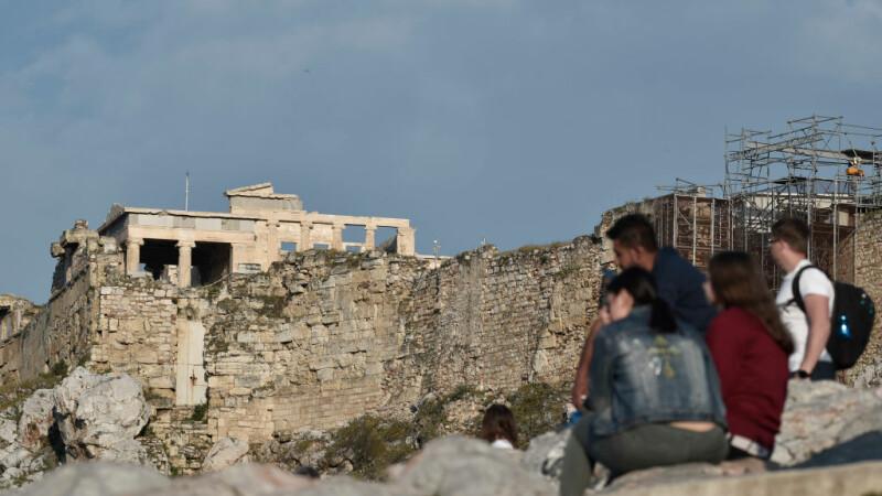 turisti pe Acropole, in Atena