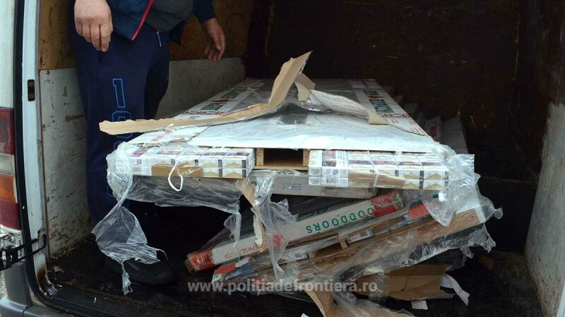 Tigari ascunse de contrabandisti in usi