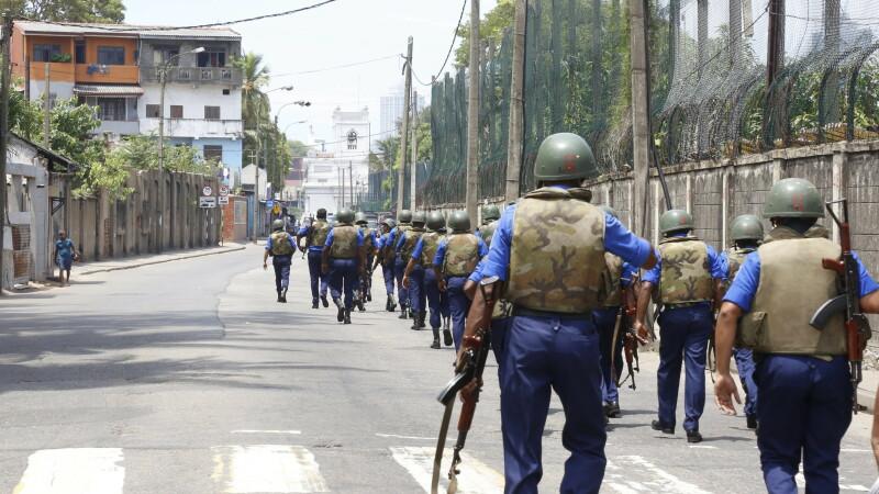 Militari patruland in Sri Lanka, dupa atentat