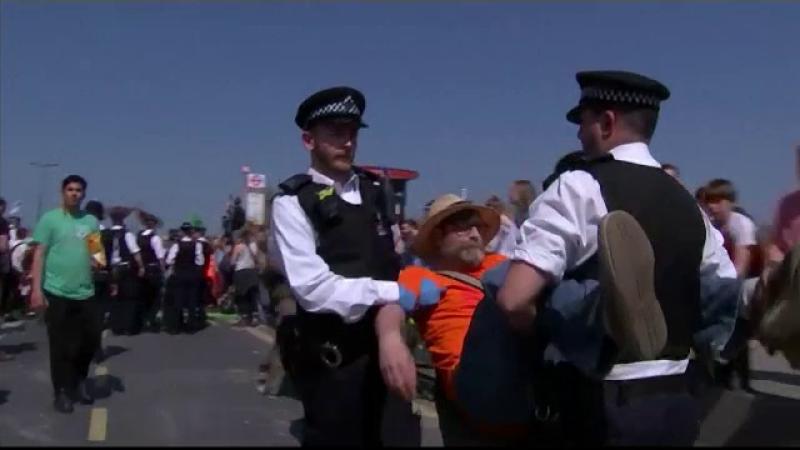 Record de arestări! 831 de persoane reținute, într-o capitală, în timpul protestelor