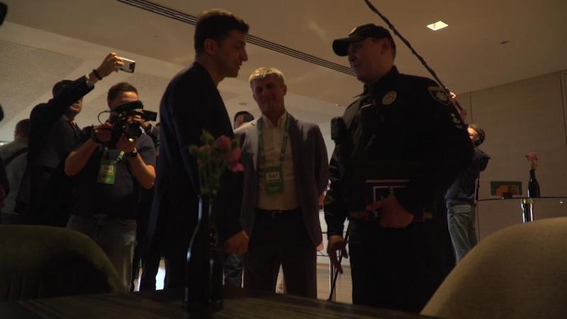 Zelenski, căutat de poliţie imediat după ce a câştigat alegerile din Ucraina. Ce riscă
