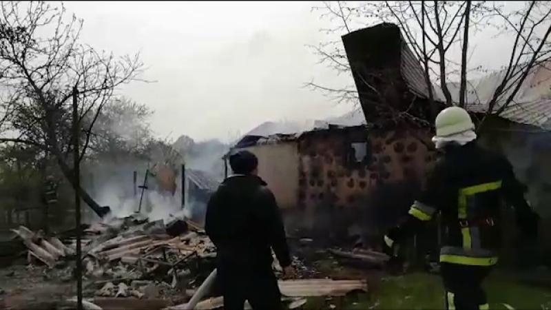 Familie din Argeș rămasă pe drumuri din cauza incendiului provocat de o vecină