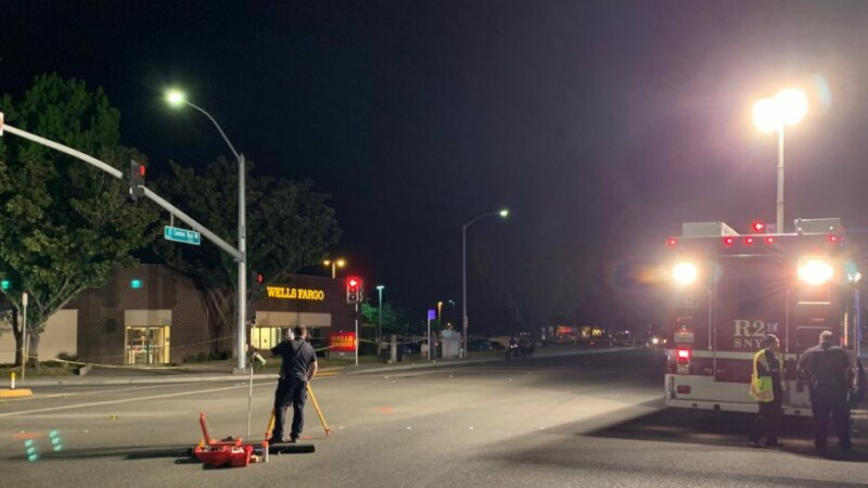 O mașină a intrat în mulțime în California. 8 oameni, printre care un copil, au fost răniți