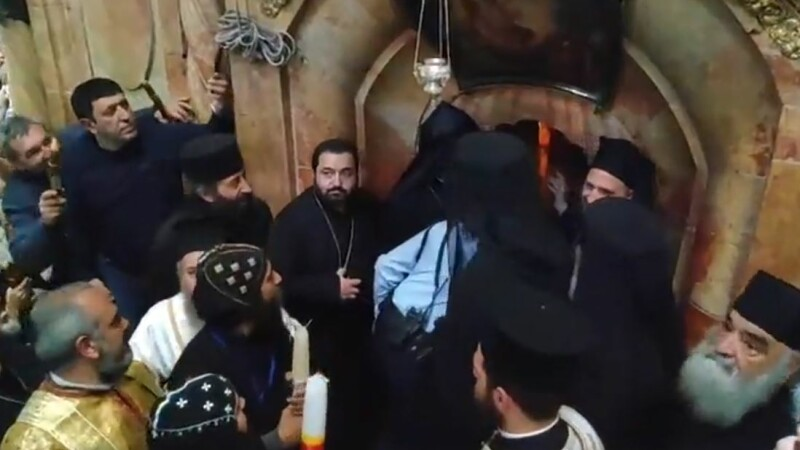 Momentul când Lumina Sfântă se aprinde la Ierusalim