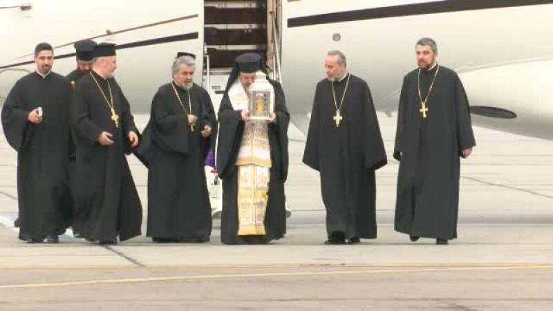 Lumina Sfântă de la Ierusalim, considerată un miracol al ortodoxiei, adusă în România