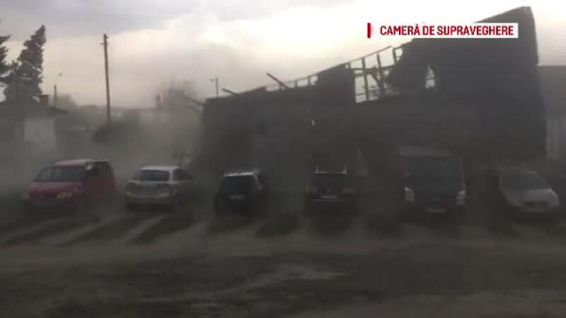 Dezastru în mai multe zone din țară după furtuni. Imaginile surprinse de o cameră