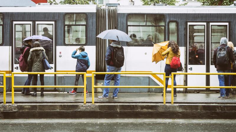 Prognoza meteo pentru București. Ploi torenţiale şi temperaturi minime de 8-9 grade