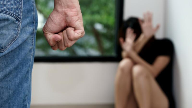 Pandemia scoate ce e mai rău din români: cazurile de violență domestică s-au dublat față de anul trecut
