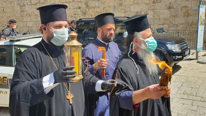 Lumina Sfântă de la Ierusalim a ajuns în țară. Cum se vor desfășura slujbele de Înviere