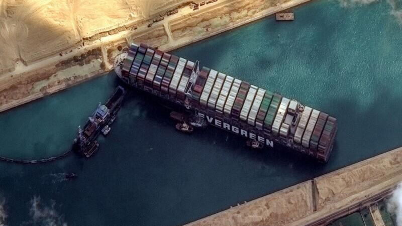 Lanțurile mondiale de aprovizionare pot reveni la normal. Blocajul din Canalul Suez, încheiat cu succes