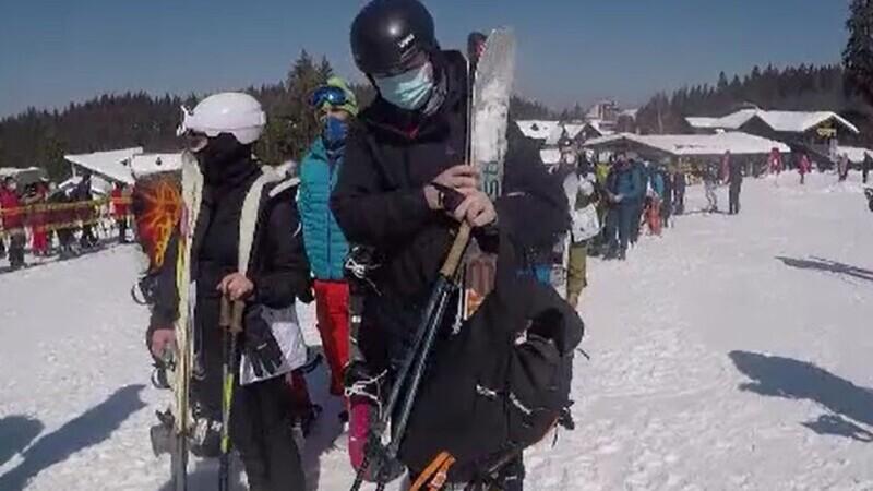 Vremea rece a prelungit sezonul de schi. Transportul pe cablu din Poiana Brașov s-a ieftinit cu 20%