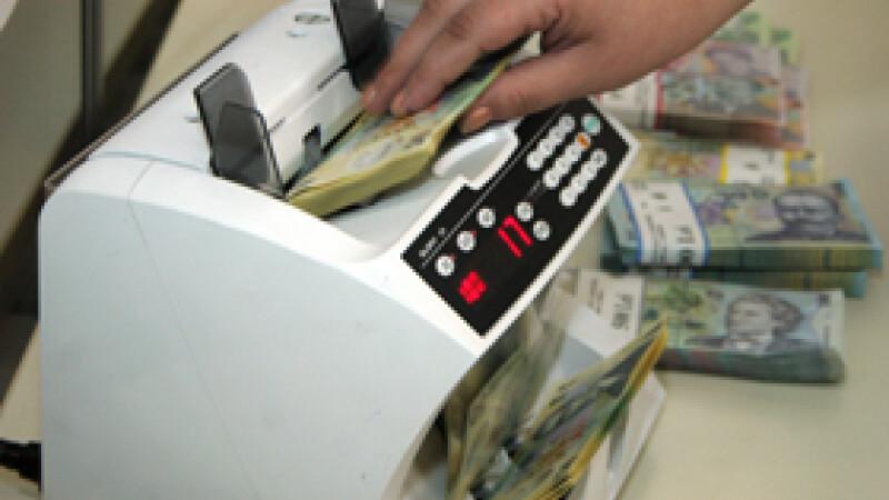 Salariul românilor a crescut cu 30 de euro în ultimul an