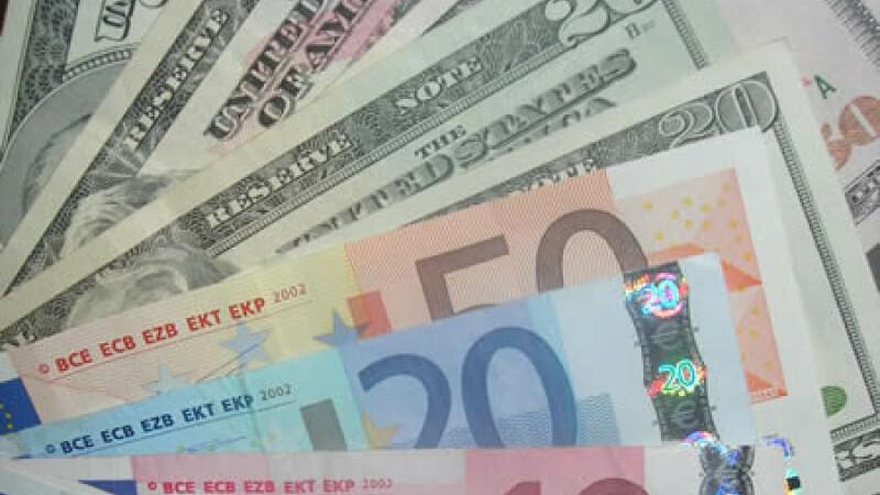 Moneda europeană continuă să scadă