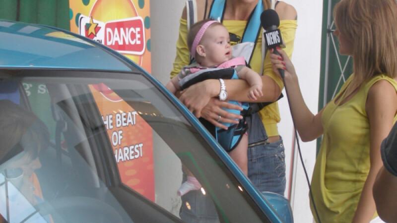 Roxana Ciuhulescu împreună cu Ana Cleopatra, la ProFM DANCE Official Party Car
