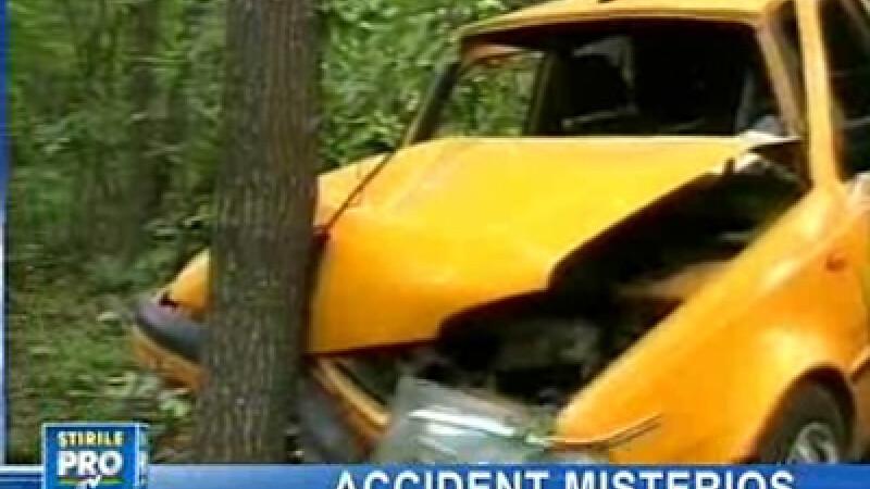 Maşina a lovit în plin un copac