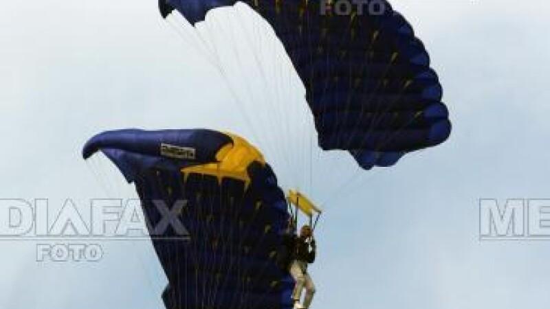 Viaţa paraşutistului este în pericol