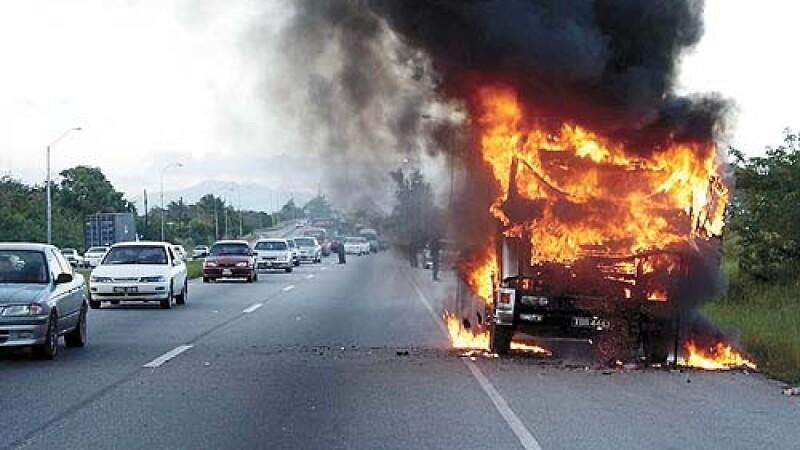 Camion în flăcări