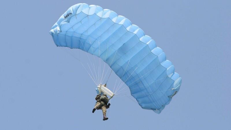 Spectacol de acrobaţie pe cer la Râmnicu Sărat!