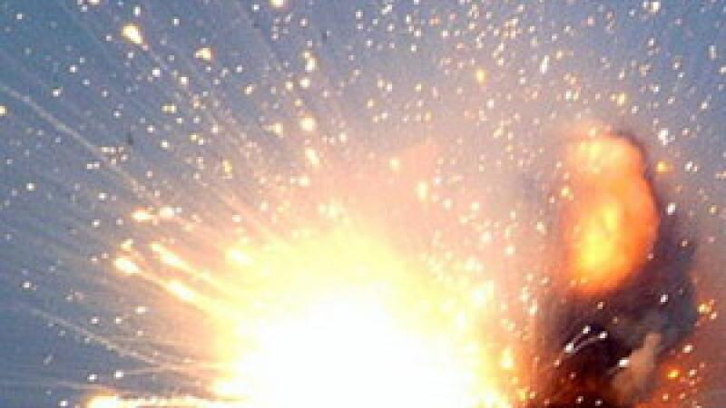 Pericol. Un depozit cu mii de flacoane de spirt sanitar a luat foc