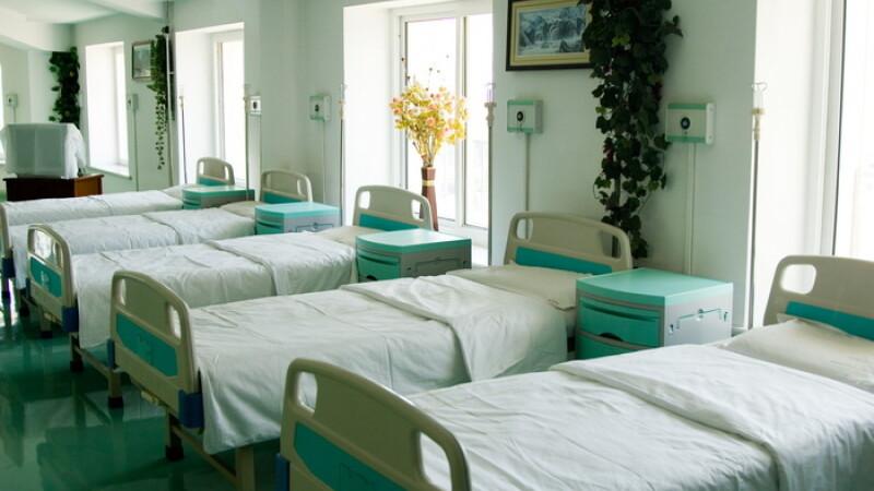 Cozi interminabile la clinicile private: medicii sunt in vacanta prelungita