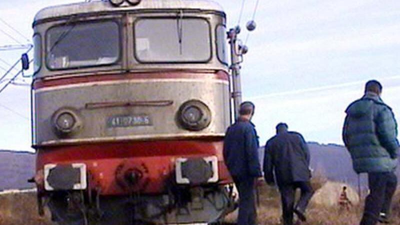 Spulberati pe calea ferata! Nu s-au asigurat la timp