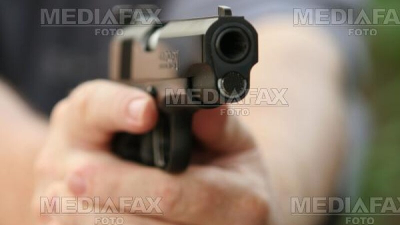 Posesorii de arme sunt asteptati la politie