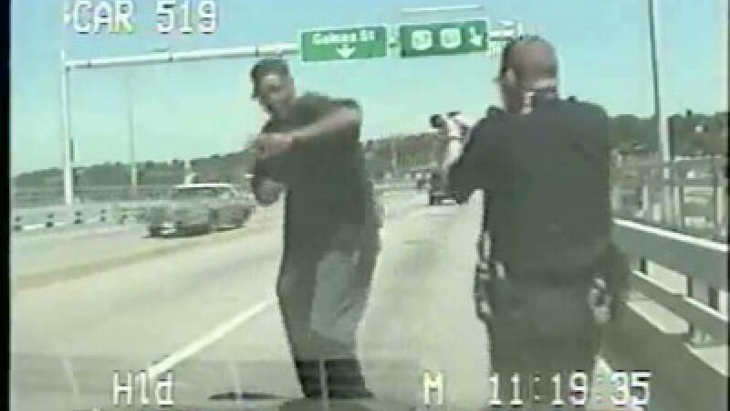 IMAGINI SOCANTE! Un suspect ataca un politist si este impuscat mortal!