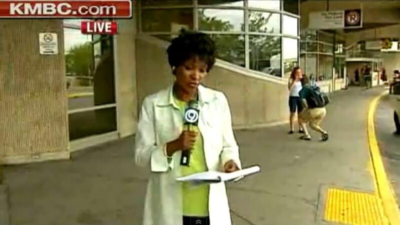 Moment surprinzator filmat in timpul unei transmisiuni live. Cum a reactionat reporterul. VIDEO